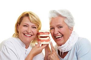 Zahnprothesen festsitzend und abnehmbar